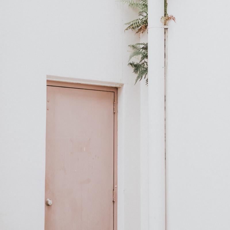 Pink pastel door from Minimalista's personal branding photoshoot